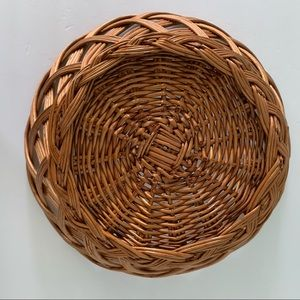 Accents - Vintage Open Weave Brown Scalloped Edge Basket